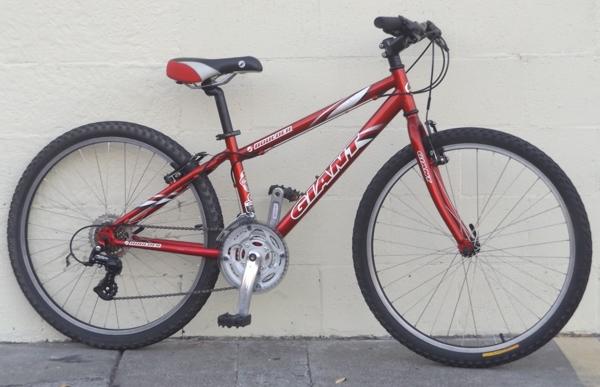 14 Giant Boulder 21 Speed Hardtail Utility Mountain Bike 5 1 5 4