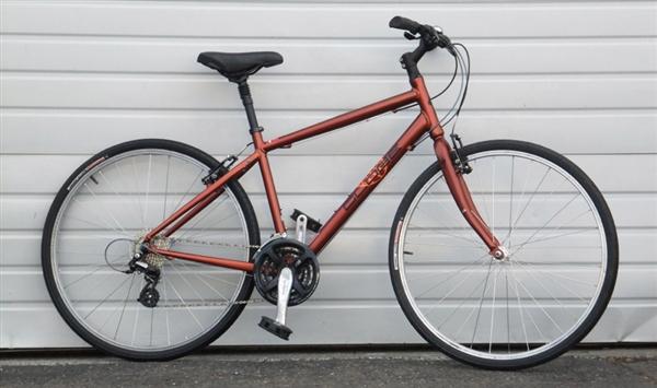 52cm 2007 Specialized Globe 24 Speed Comfort Commuter Bike