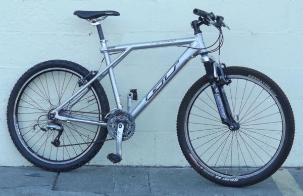 18 Quot Gt Avalanche Aluminum Suspension Mountain Bike 5 6 Quot 5 9 Quot